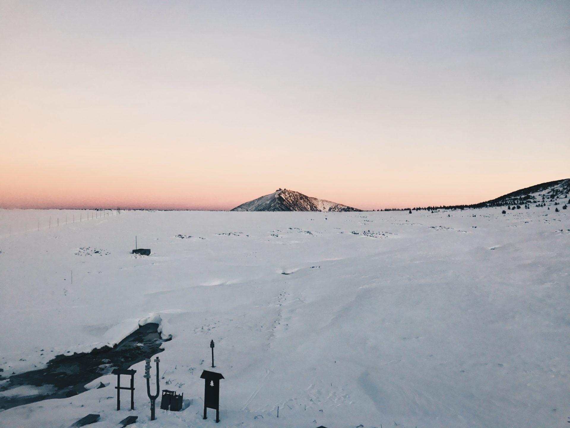 luční bouda, sněžka, západ slunce, hory, krkonoše, turistika, zima