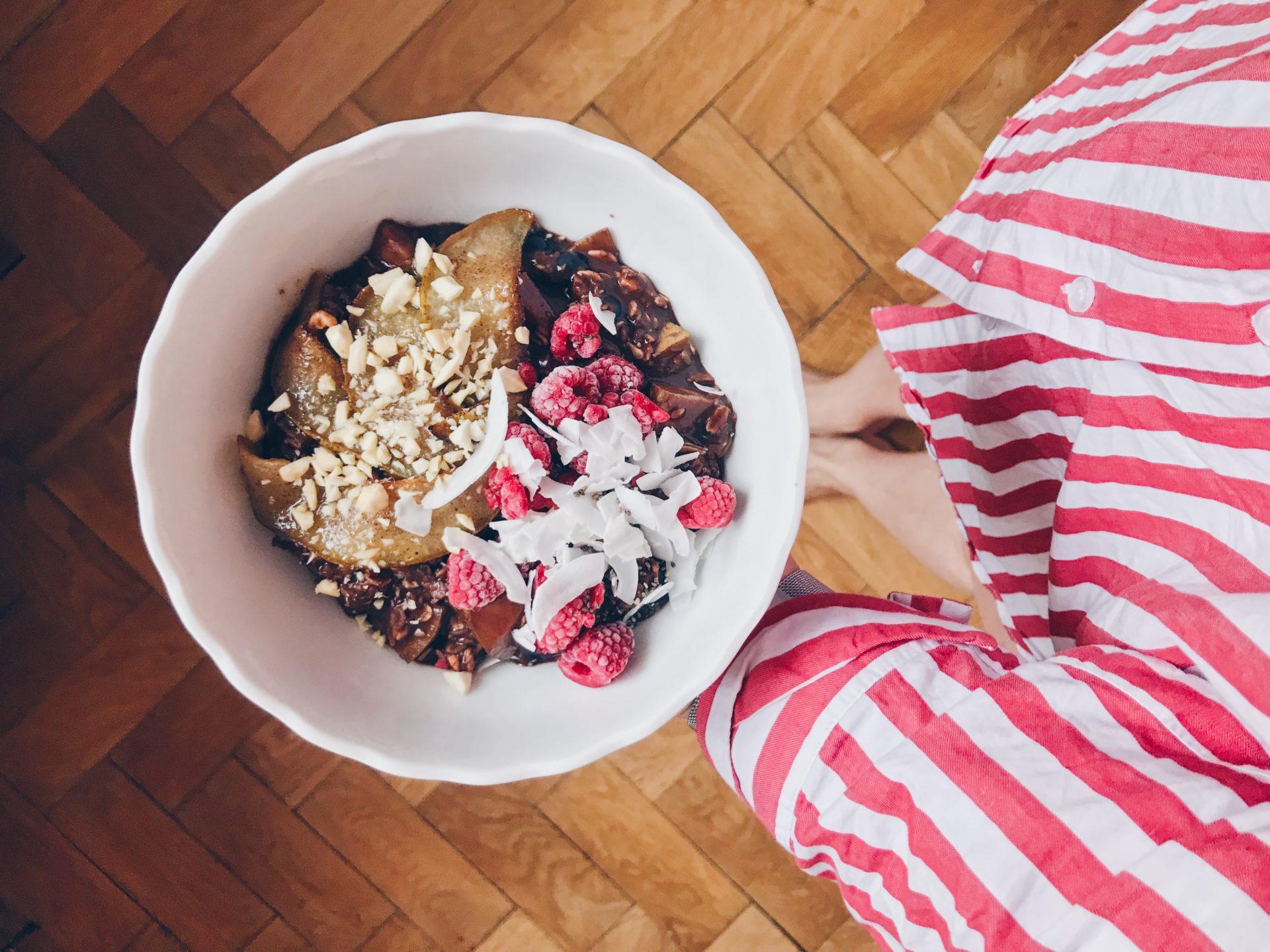 super potraviny, vločky, maliny, kaše, ráno, snídaně, pyžamo, vstávání, únava, odpočinek