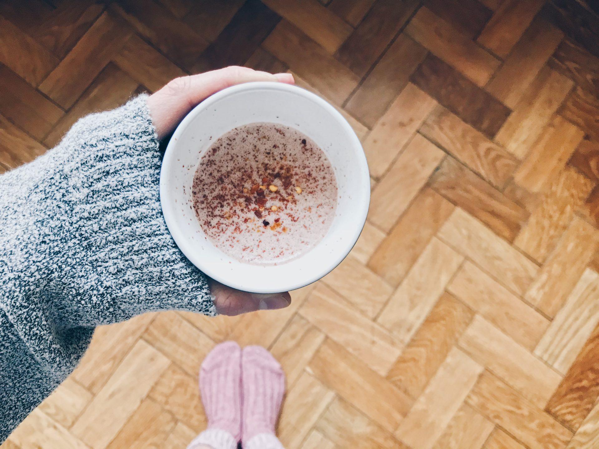 kakao, ponožky, svetr, hygge, čili, mexiko, ráno, vstávání, horký nápoj, doma, odpočinek, únava